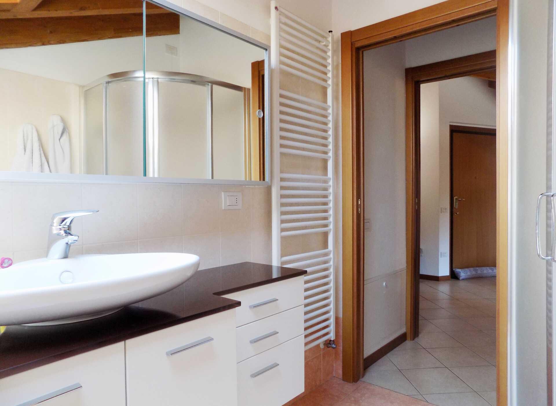 Appartamento ultimo piano in vendita a Calco (11)