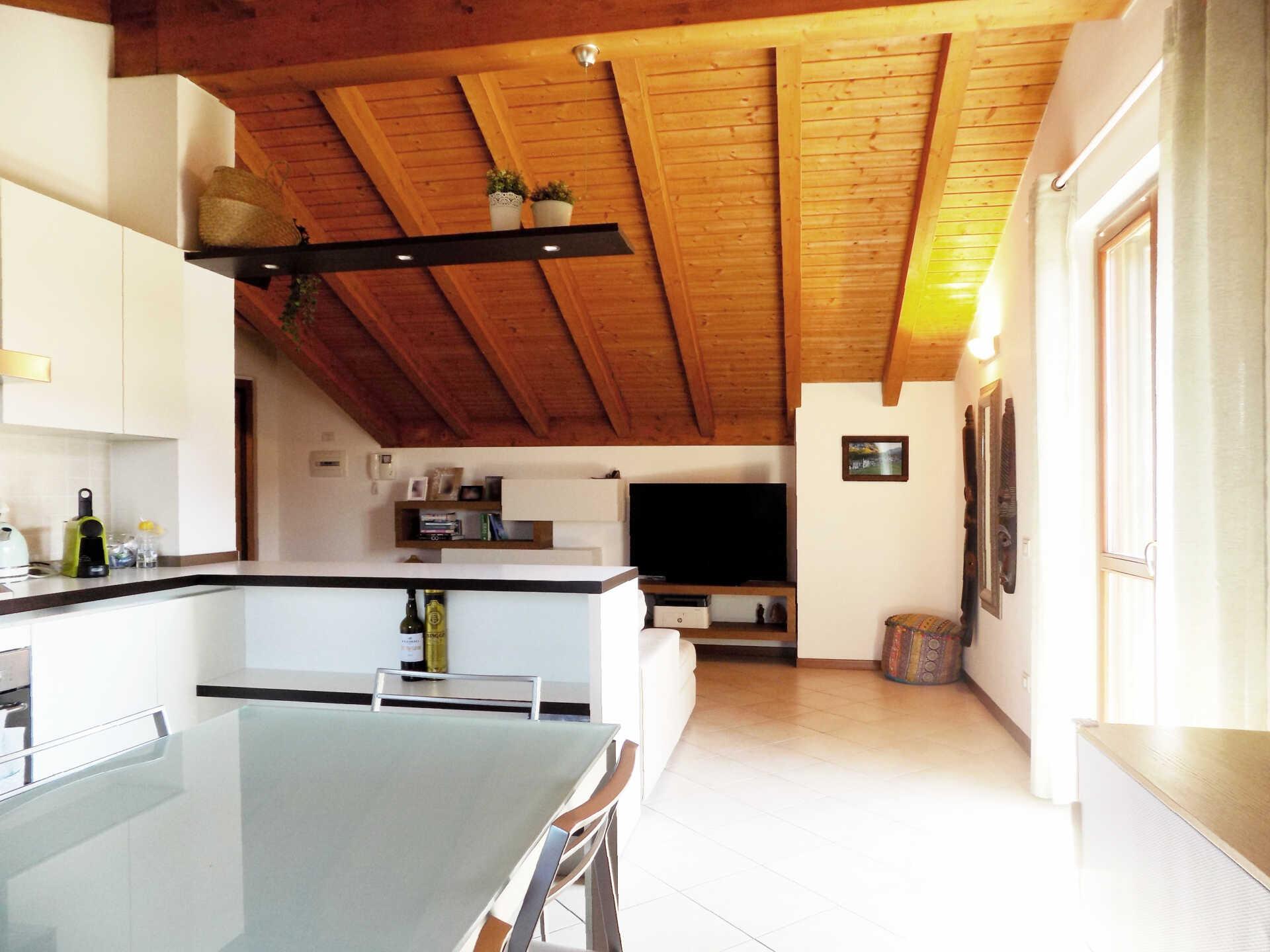 Appartamento ultimo piano in vendita a Calco (32)