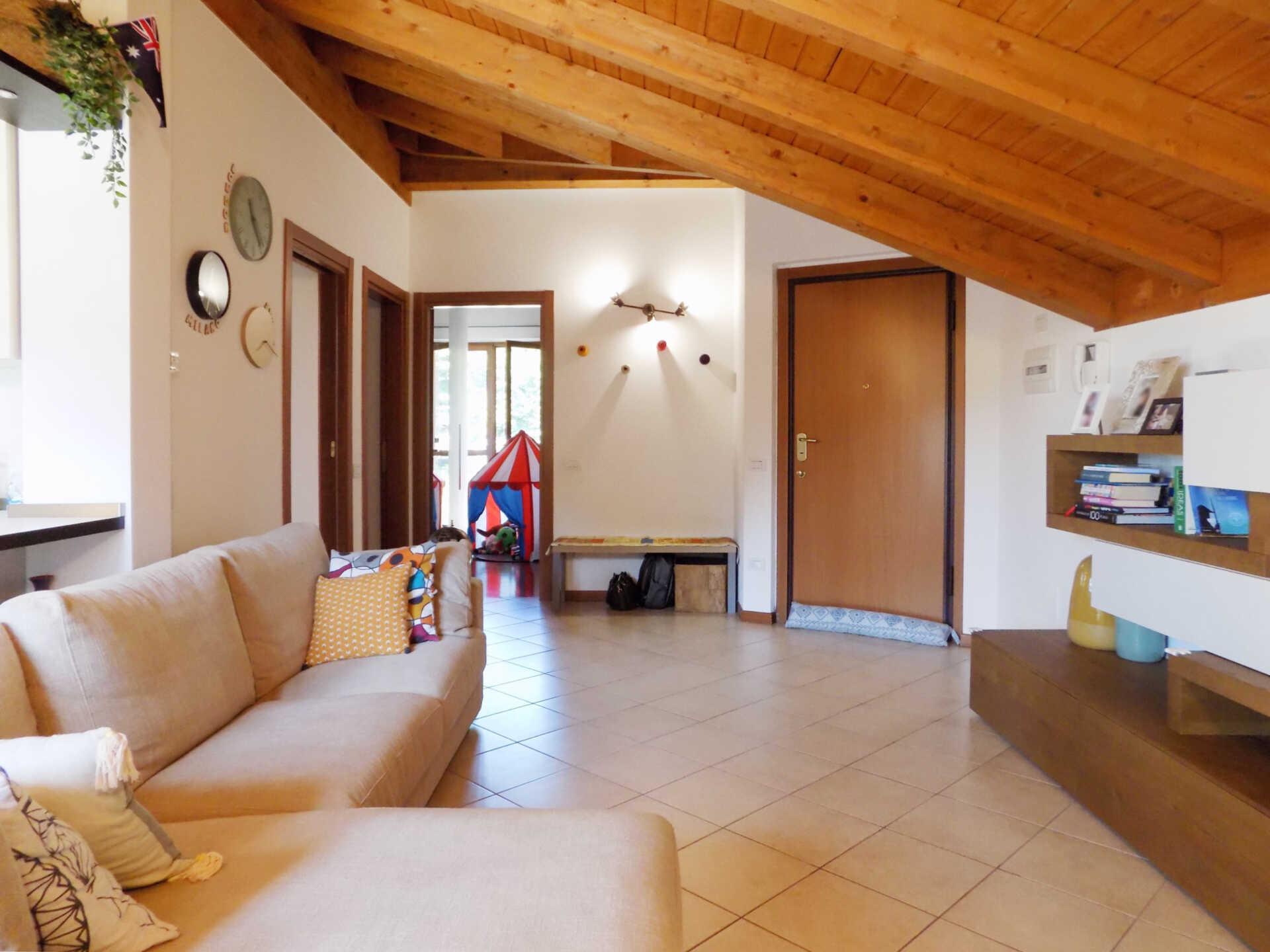 Appartamento ultimo piano in vendita a Calco (5)