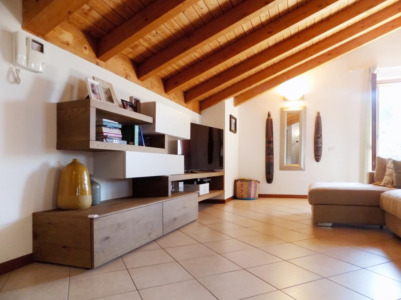 Appartamento ultimo piano in vendita a Calco (6)