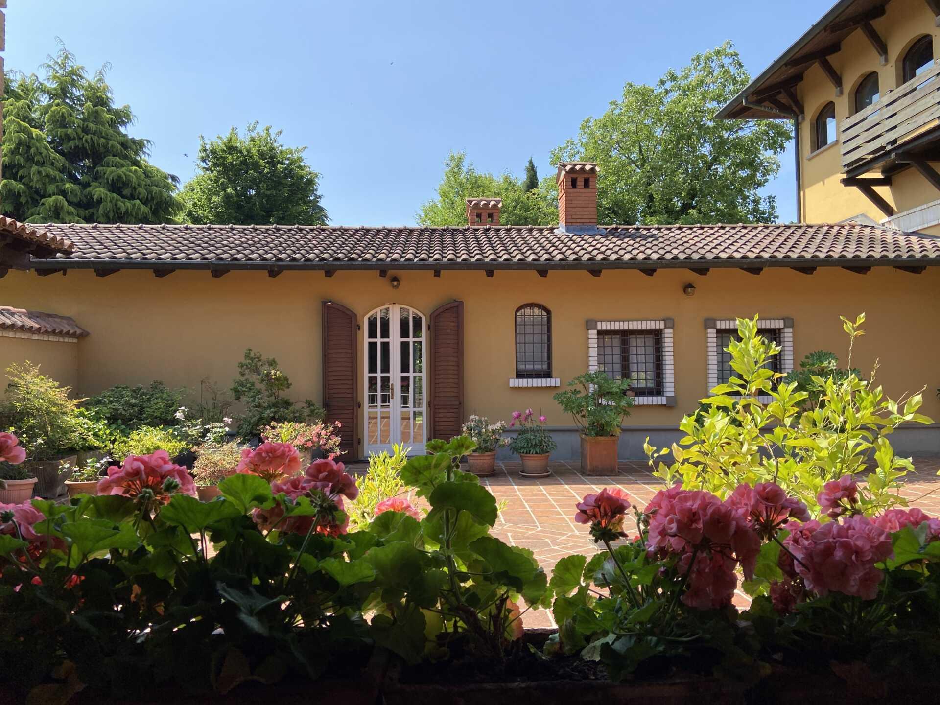 Posso vendere una villa in Brianza a uno straniero?